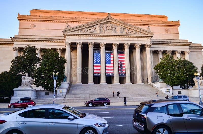 Hoofdartikel: Washington DC, de V.S. - 10 November 2017 De Archieven van de Verenigde Staten van Amerika in de ochtend met blauwe stock foto