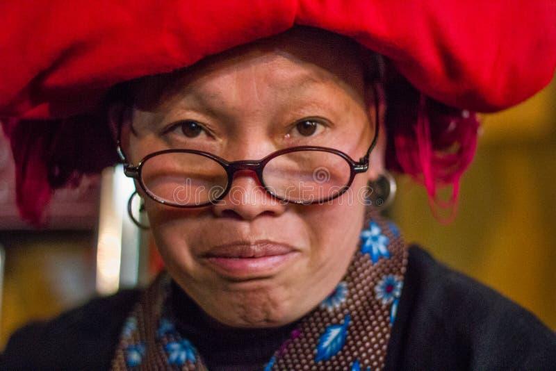 Hoofddeksel van een Hmong vrouw rode Sapa royalty-vrije stock foto's
