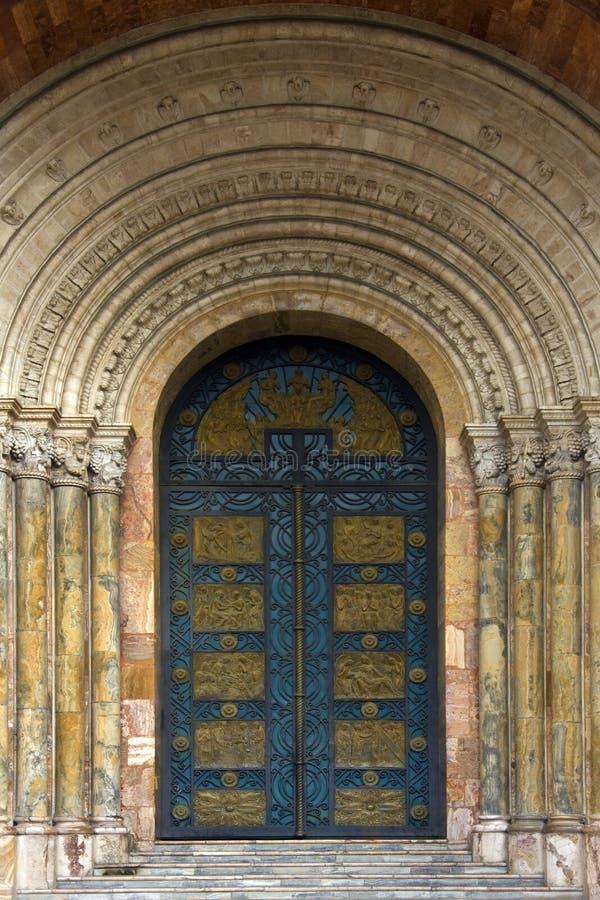 Hoofddeuren van de Nieuwe Kathedraal - Cuenca - Ecuador stock foto's