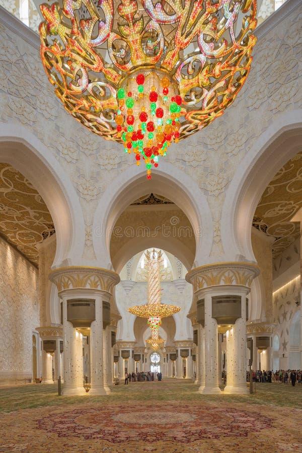 Hoofdgebedzaal binnen Sheikh Zayed Mosque royalty-vrije stock afbeelding