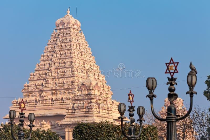 Hoofdgebouw van de Chattarpura-complexe tempel stock foto's