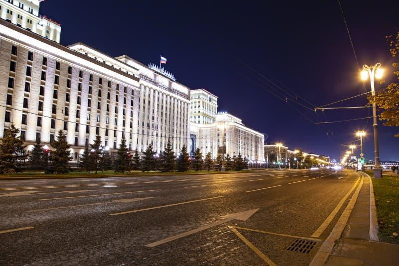 Hoofdgebouw van het Ministerie van Defensie van de Russische Federatie Minoboron, bij nacht Moskou, Rusland stock foto