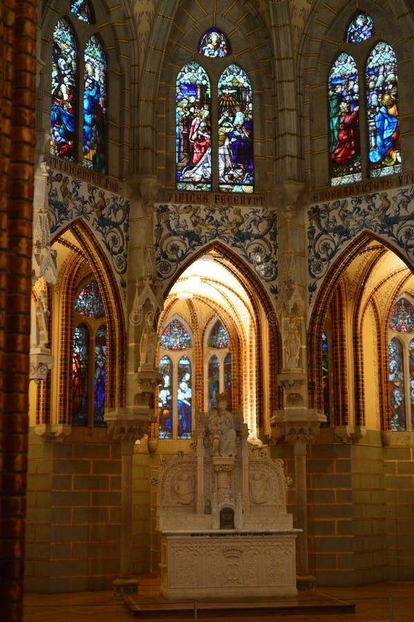 Hoofdheiligdom van het Maagdelijke Mary With Its Precious Stained-Glas van het Bisschoppelijke Paleis in Astorga Architectuur, Ge stock afbeelding