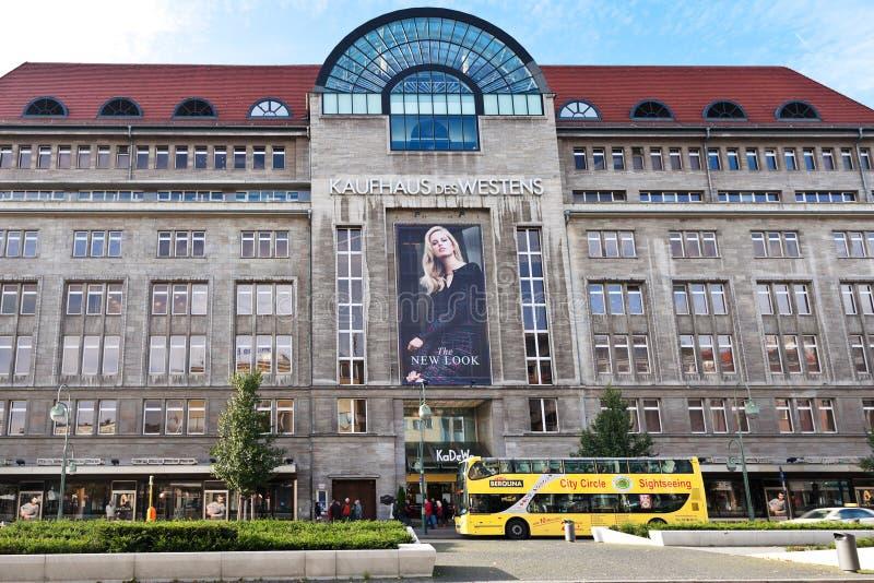 Hoofdingang langs Tauentzienstrasse in KaDeWe royalty-vrije stock fotografie