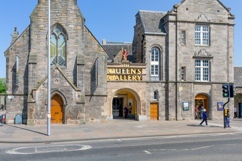Hoofdingang met gouden naam aan de Queensgalerij Edinburgh stock foto