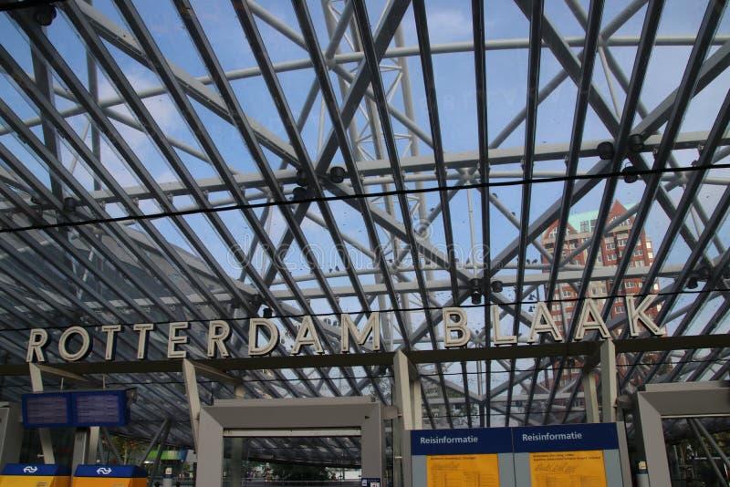 Hoofdingang van de trein en metropost blaak onder de grond in Rotterdam royalty-vrije stock afbeeldingen