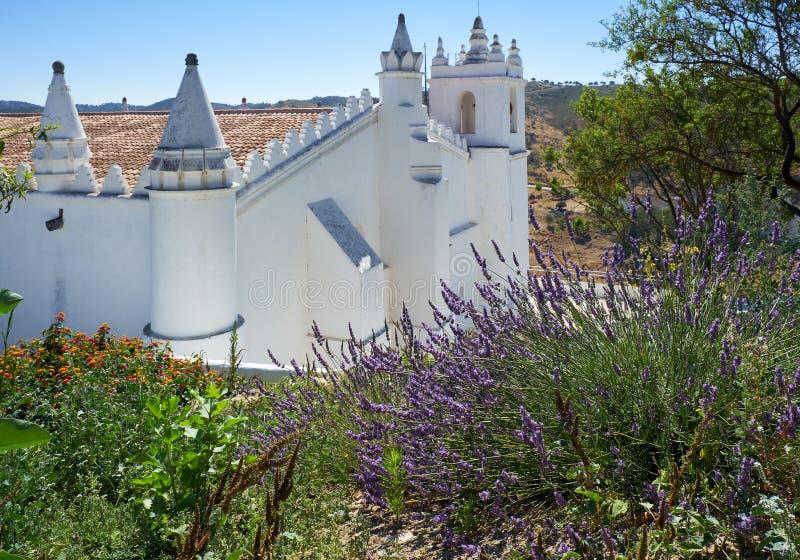 Hoofdkerk - een vroegere moskee Igreja matriz Mertola Baixoal stock foto's