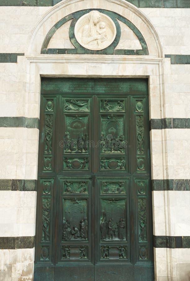 Hoofdportaal van Siena Cathedral - grote bronsdeur royalty-vrije stock afbeelding