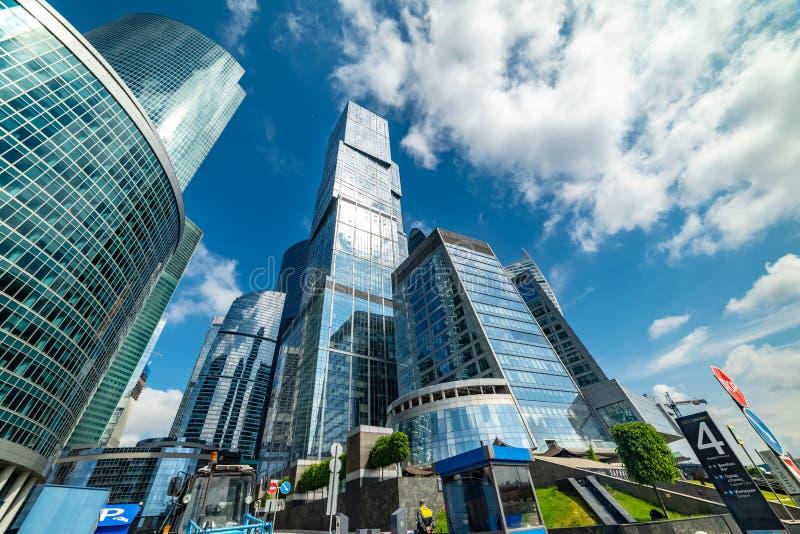 Hoofdstad - multifunctionele complex, die deel van de stad van Moskou uitmaakt, bestaand uit twee torens - Moskou en St. Petersbu royalty-vrije stock fotografie