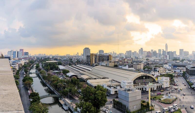 Hoofdstation, Hua Lamphong-post Bangkok in Thailand verkeer stock foto's