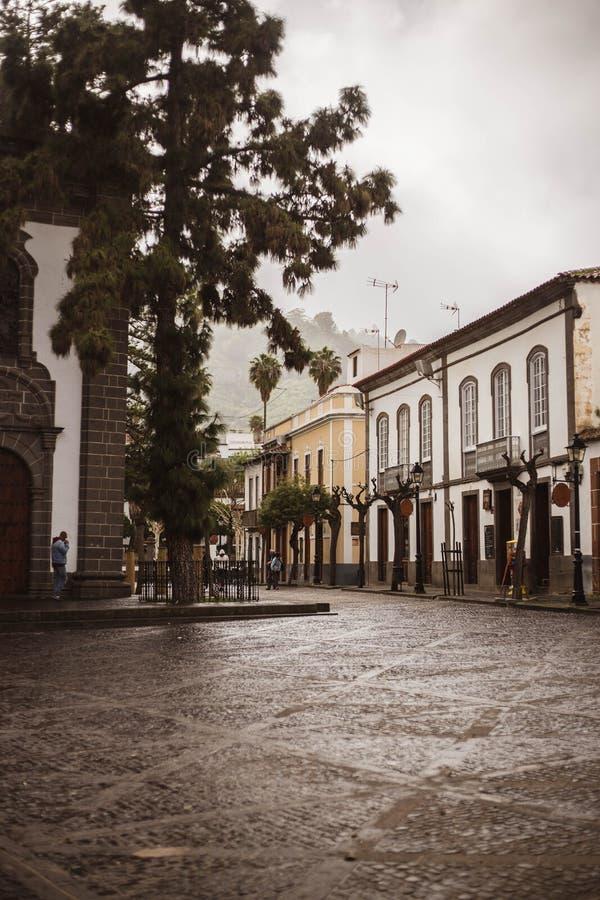 Hoofdstraat met typische Canarische huizen in Teror Gran Canarias Canarische Eilanden Spanje royalty-vrije stock fotografie