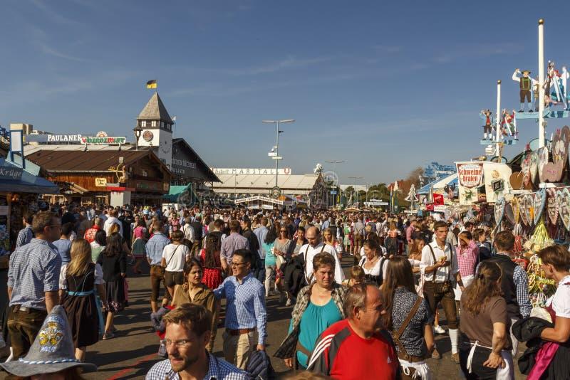 Hoofdstraat in Oktoberfest in München, Duitsland, 2016 royalty-vrije stock foto