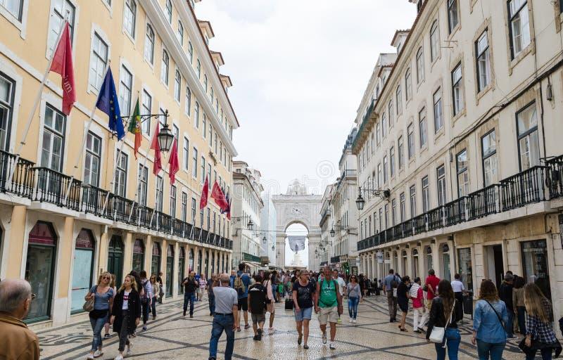 Hoofdstraatmening in Lissabon stock foto