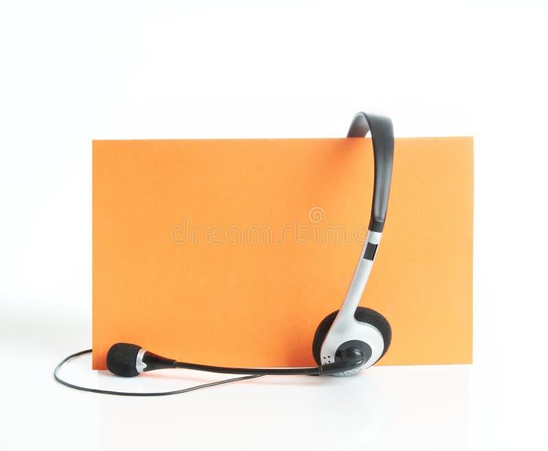 Hoofdtelefoon op oranje achtergrond royalty-vrije stock fotografie