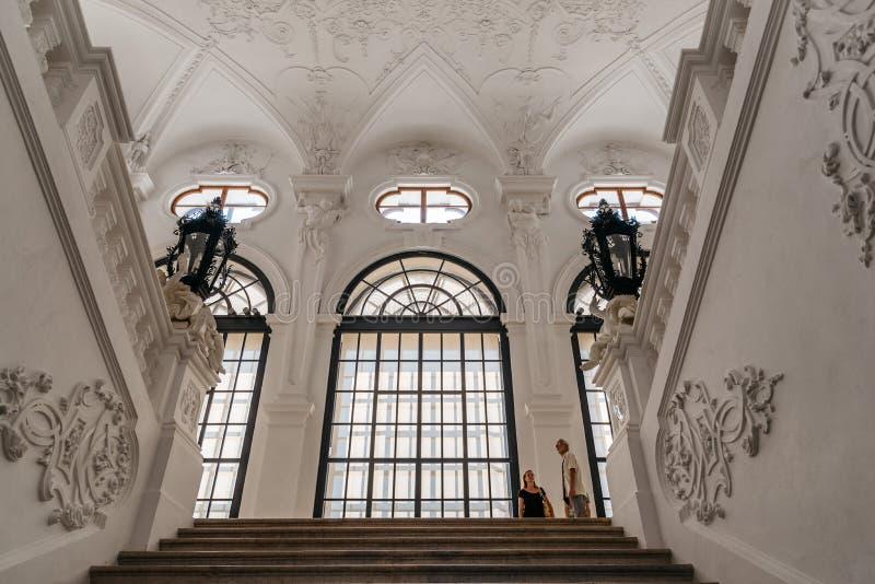 Hoofdtrap in Belvedere Paleis in Wenen stock afbeeldingen