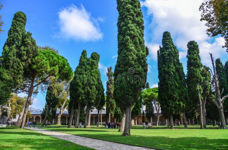 Hoofdtuin van het Dolmabahce-Paleis royalty-vrije stock afbeeldingen