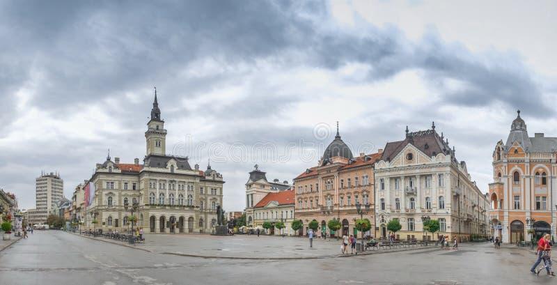 Hoofdvierkant en Kerk in Novi Sad, Servië stock afbeelding