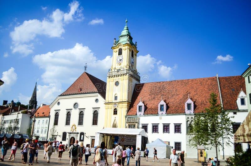 Hoofdvierkant, Hlavne Namestie in Bratislava, Slowakije stock fotografie