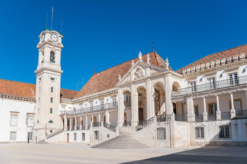 Hoofdvierkant van de universiteit van Coimbra stock afbeelding