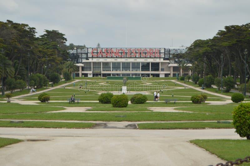 Hoofdvoorgevel en Tuinen van het Gran-Casino in Estoril reis, aard stock afbeeldingen