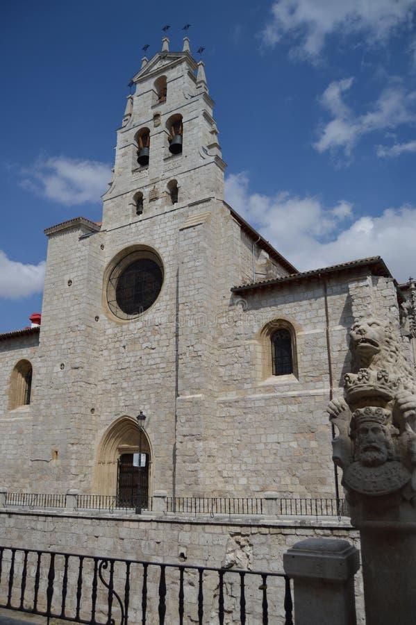 Hoofdvoorgevel van de kerk van San Lesmes in de de 14de eeuw Gotische stijl in Burgos 28 augustus, 2013 Burgos, Castilla Leon, Sp royalty-vrije stock afbeeldingen