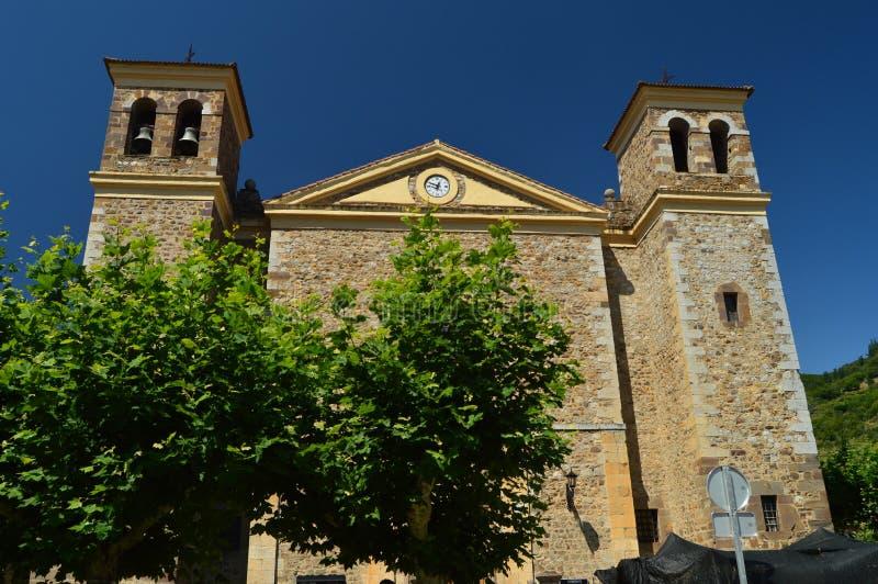 Hoofdvoorgevel van de Nieuwe Kerk van San Vicente In The Village Of Potes Aard, Architectuur, Geschiedenis, Reis royalty-vrije stock foto