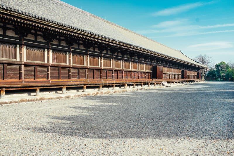 Hoofdzaal van de Boeddhistische Tempel van Sanjusangendo in Kyoto, Japan stock foto
