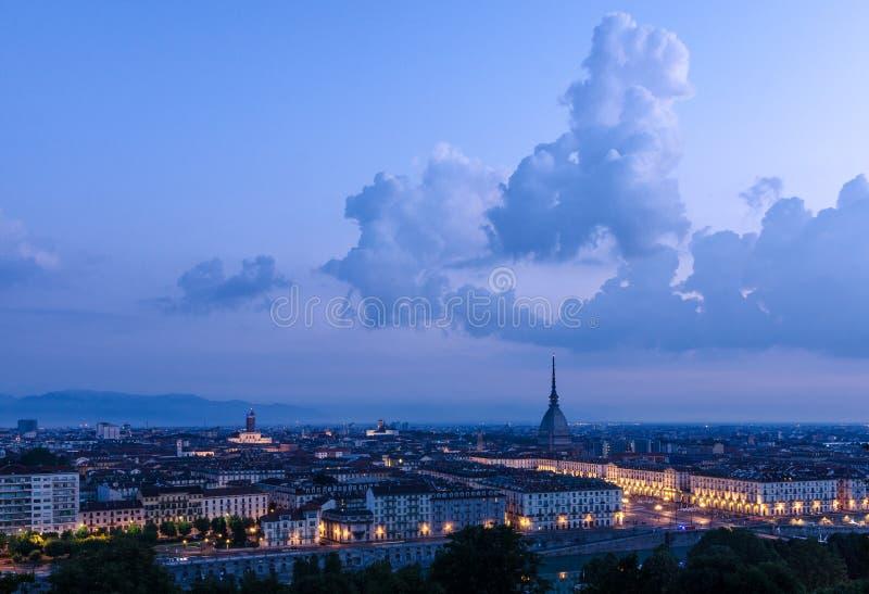 Hoog de definitiepanorama van Turijn met de Mol Antonelliana stock fotografie