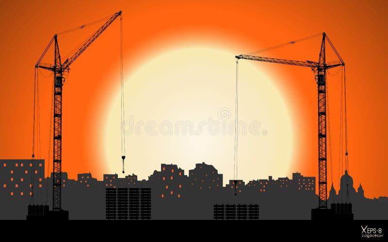 Hoog gedetailleerde vector die kranen hijsen die de stad bouwen op zonsondergangachtergrond stock illustratie