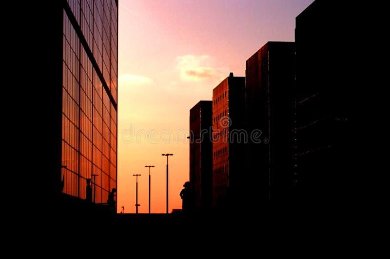 Hoog - technologiegebouwen royalty-vrije stock afbeeldingen