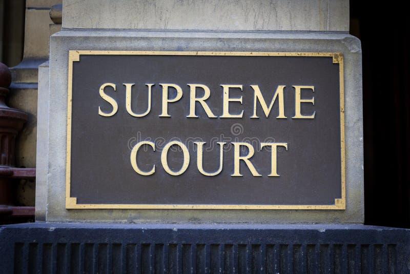 Hooggerechtshofteken op een pijlerclose-up stock foto