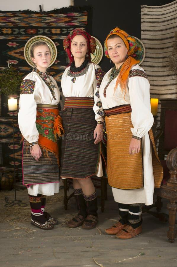 Hooglanders Hutsuls in de Karpaten in uitstekende kleren royalty-vrije stock afbeelding
