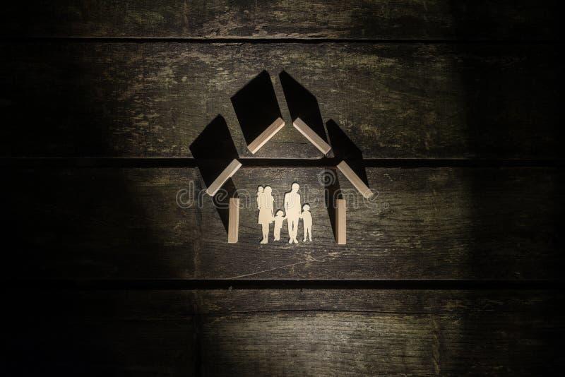 Hoogste die mening van de vorm van een huis van houten blokken voor een fam wordt gemaakt royalty-vrije stock fotografie