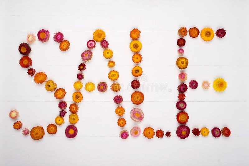 Hoogste die mening van een woordverkoop door bloemhoofden wordt gemaakt royalty-vrije stock foto's