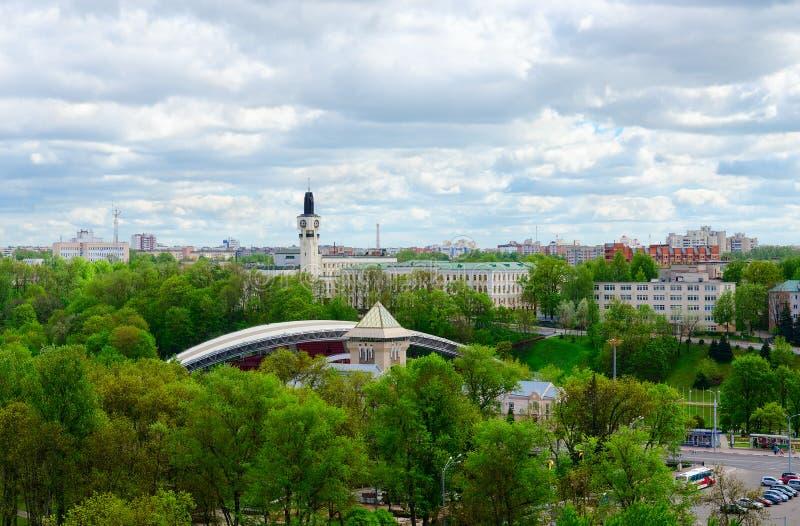 Hoogste die mening van Park van Cultuur en Rust na Frunze, de zomeramfitheater, Vitebsk, Wit-Rusland wordt genoemd royalty-vrije stock fotografie