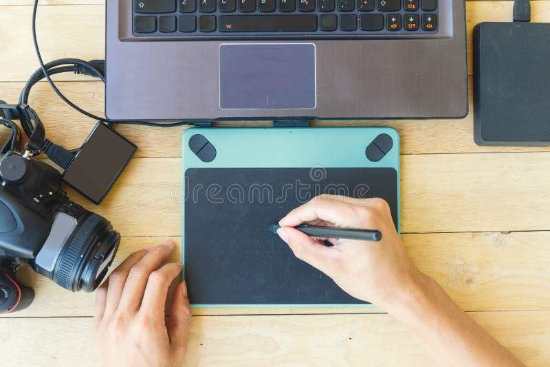 Hoogste grafische mening van computer en grafische de pen van de gebruiksmuis royalty-vrije stock afbeelding