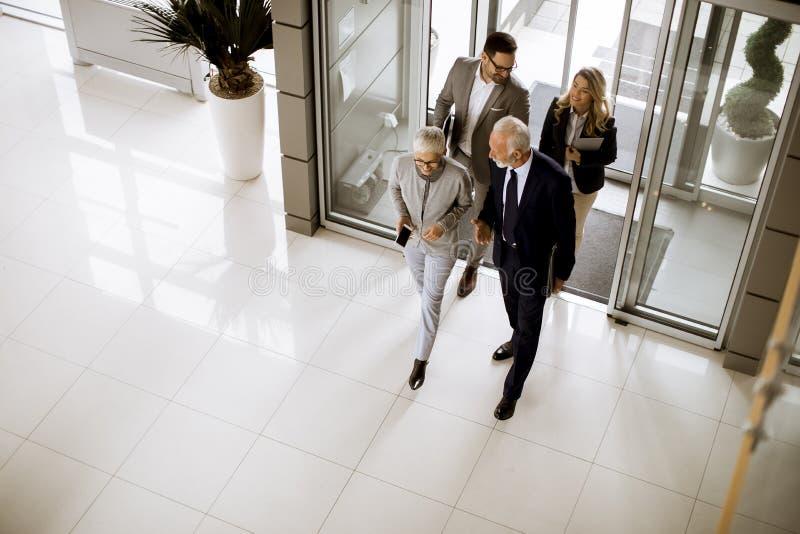 Hoogste hoekmening bij het team van de zakenluicollega royalty-vrije stock afbeelding