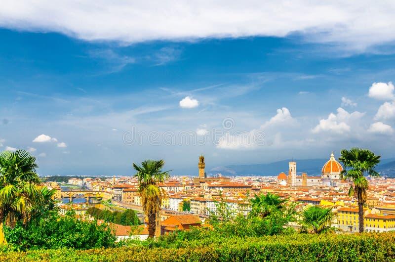 Hoogste luchtpanorama van de stad van Florence met de kathedraal van Duomo Santa Maria del Fiore, de brug van Ponte Vecchio royalty-vrije stock foto