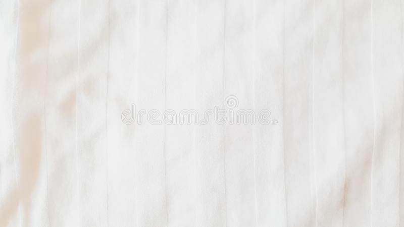 Hoogste mening - Abstracte texturen en patronen van de doekachtergrond van het beddegoedblad met zacht zonlicht in ochtendslaapka stock afbeeldingen