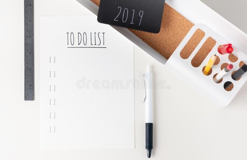 Hoogste mening om lijst 2019 te doen document nota over moderne bureaukantoorbehoeften royalty-vrije stock afbeeldingen