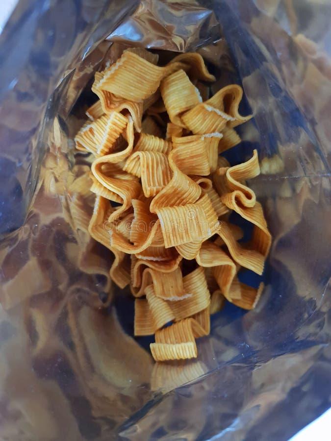 Hoogste mening van binnen de zak Verticale van snackspaanders, stock afbeeldingen