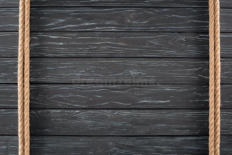 hoogste mening van bruine kabels op dark stock afbeelding