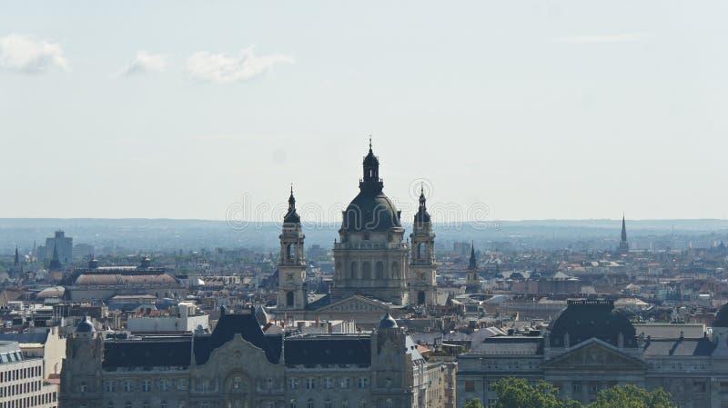 Hoogste mening van de de Basiliek en daken van Heilige Stephen s in Boedapest, zonnige dag, Hongarije stock afbeelding