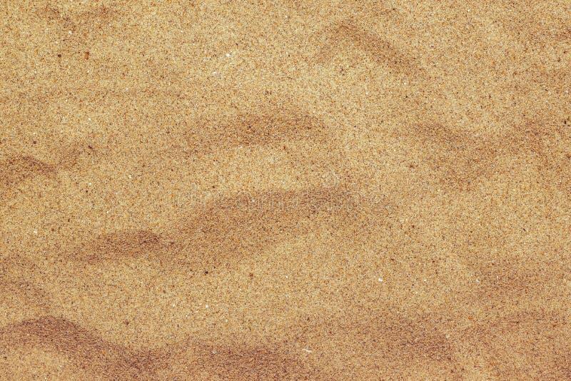 Hoogste mening van de bruine textuur van het strandzand, de achtergrond van de de zomervakantie stock foto