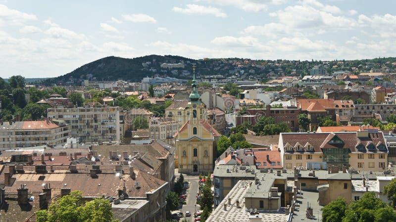 Hoogste mening van de daken in Boedapest, zonnige dag, Hongarije stock foto's