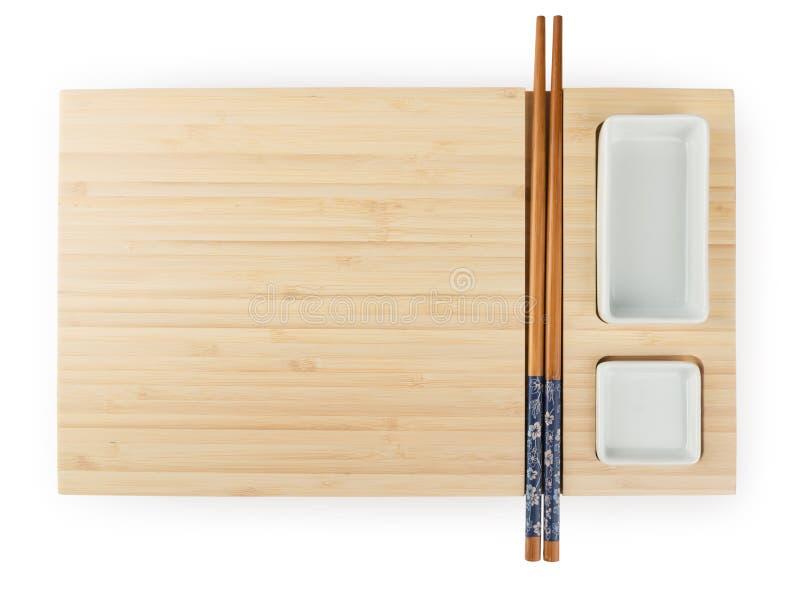 Hoogste mening van de lege houten raad van bamboesushi met eetstokjes en stock fotografie