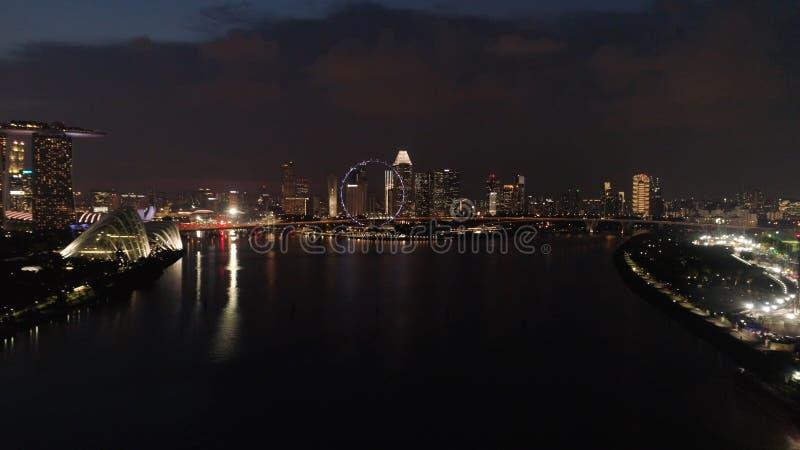 Hoogste mening van de rivier in Singapore bij nacht schot Stads hoge mening van het districts en van Bedrijfs Singapore de financ stock foto's