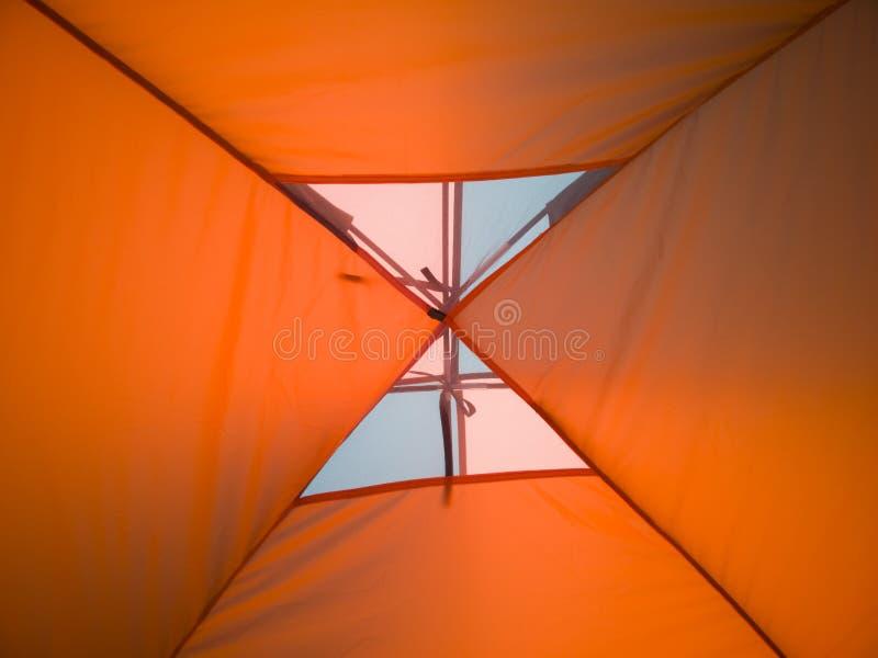 Hoogste mening van de tent van binnenuit royalty-vrije stock afbeelding