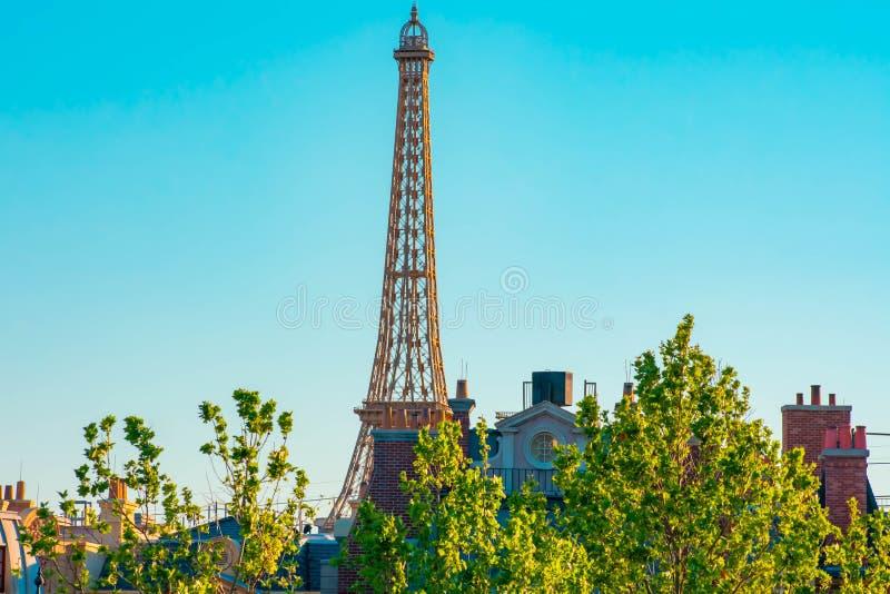Hoogste mening van de toren van replicaeiffel in het paviljoen van Frankrijk in Epcot in Walt Disney World royalty-vrije stock afbeelding
