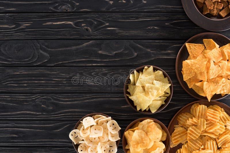 hoogste mening van diverse ongezonde kost en snacks stock afbeeldingen